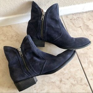 Seychelles lucky penny navy suede booties, 6.5
